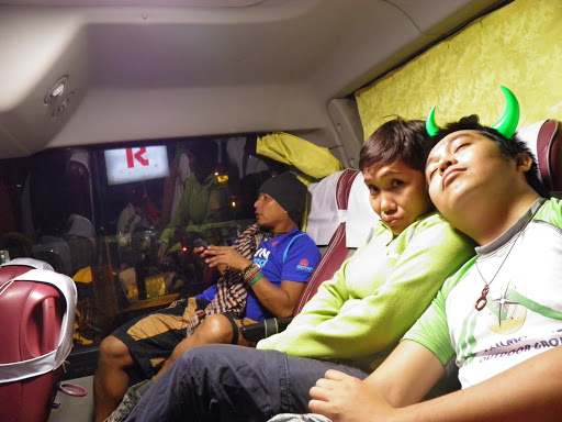 with Kuya Badong, our loving Nanay and Kuya GP sa likod ng bus!