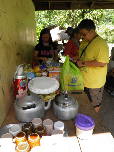 Ate Mina and Kuya Elpi readying the snack items